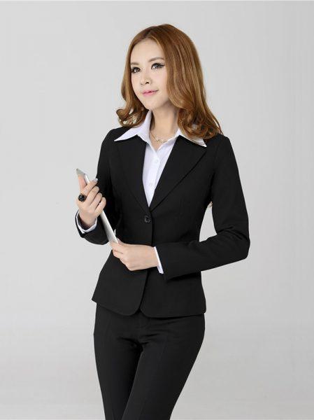 Sự trẻ trung của doanh nhân nữ đang thả hồn trong bộ ảnh của mình